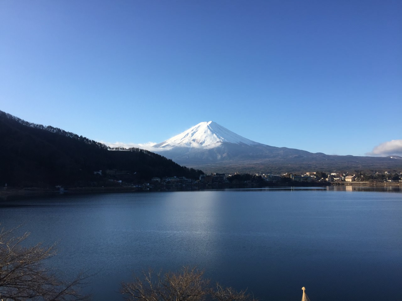 剛睡醒的平靜無雲日本護國神山