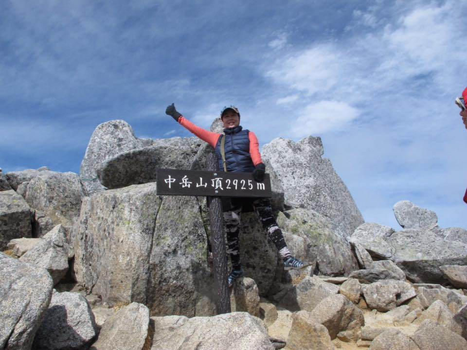 Reaching the top at 2,925 m in 1:45 hrs, not bad for beginner.