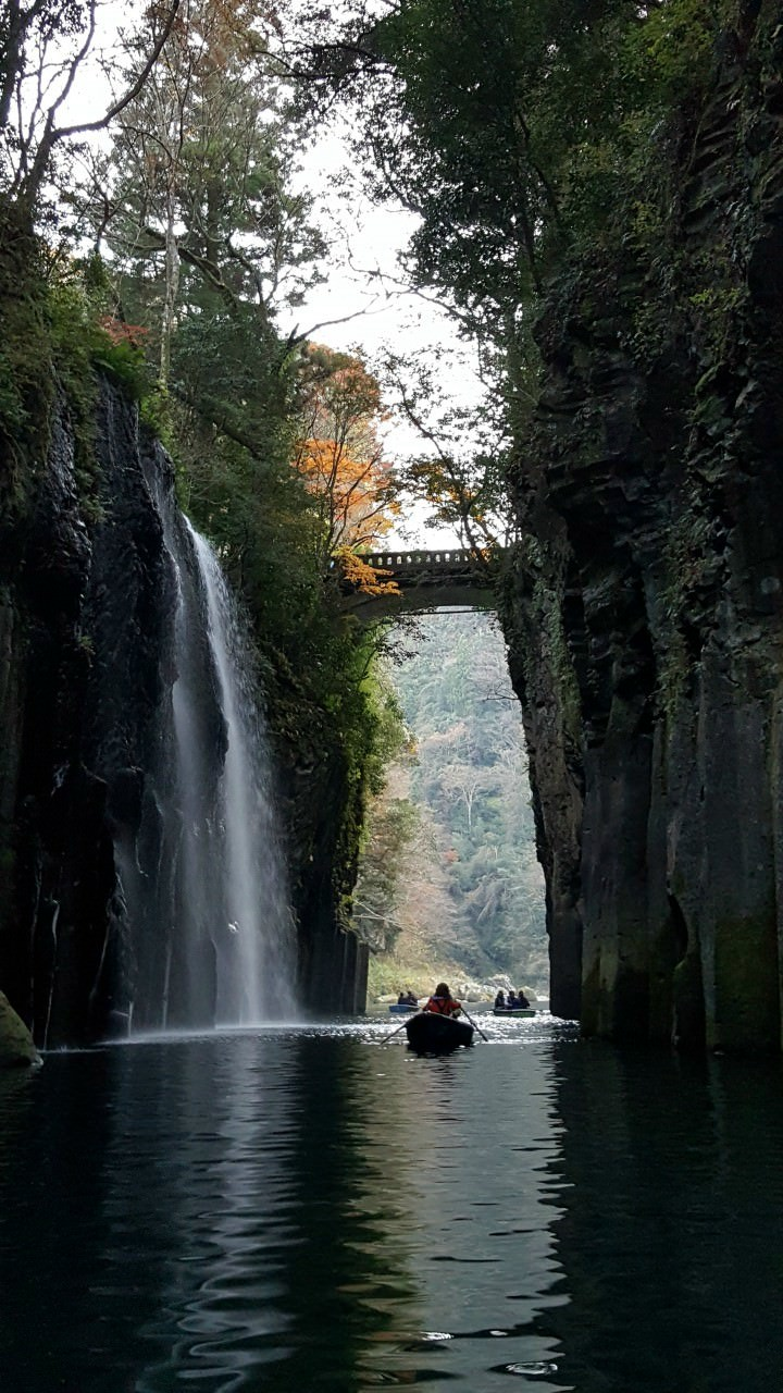 Rowing along Tachachiho Gorge…