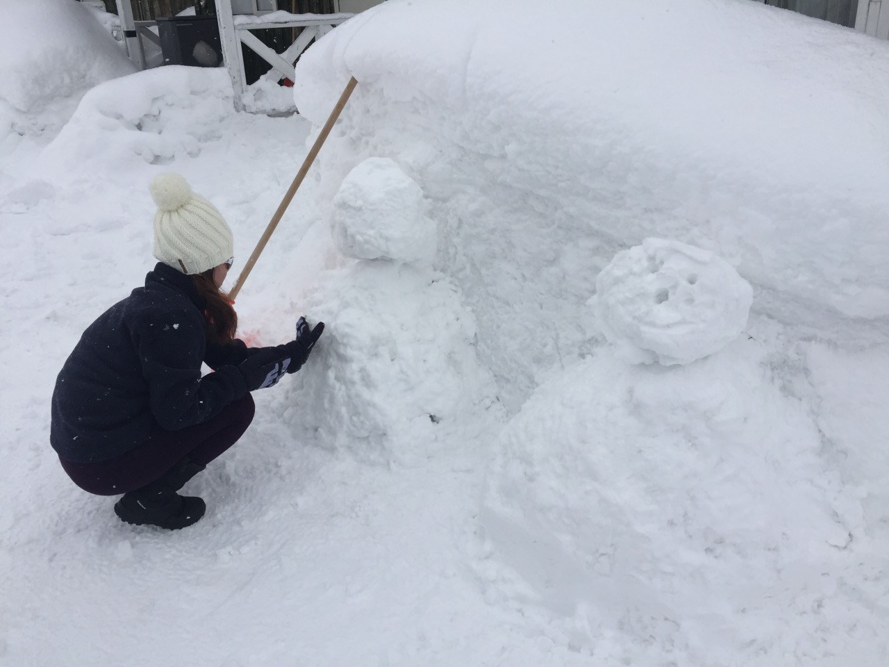 It is not easy to make a snowman