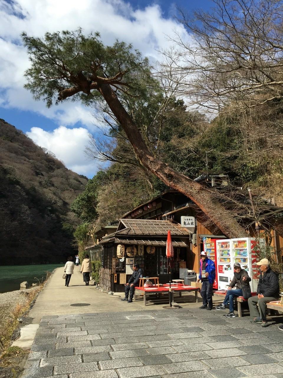 嵐山公園河邊小店