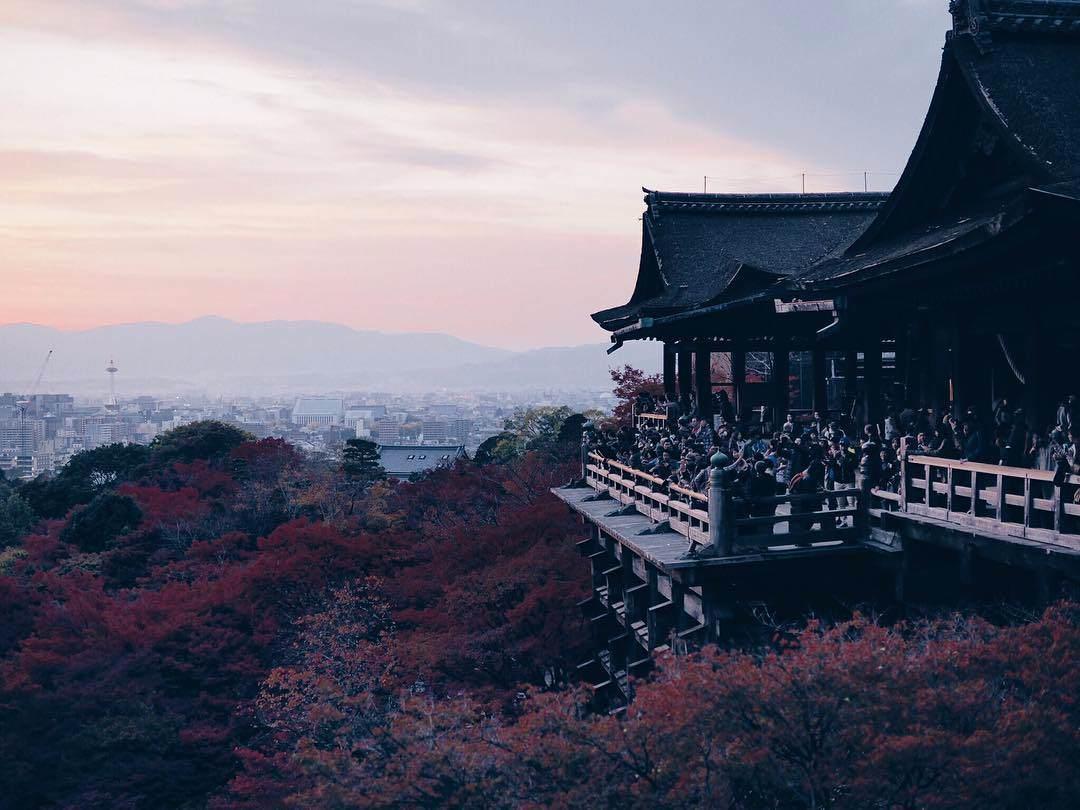 Crowded Kiyomizu-dera in autumn
