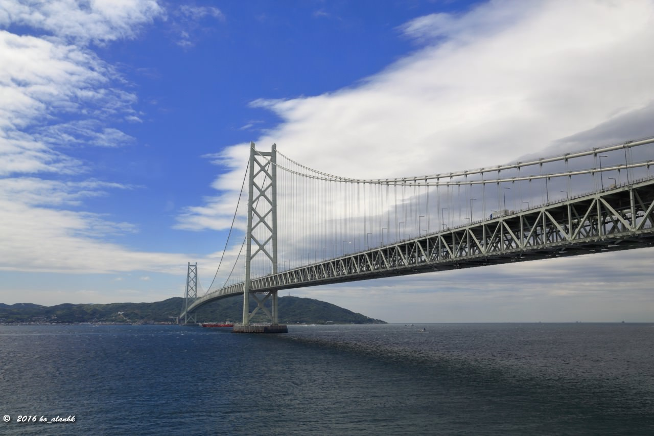 World's longest suspension bridge linking Kobe and Awaji Island