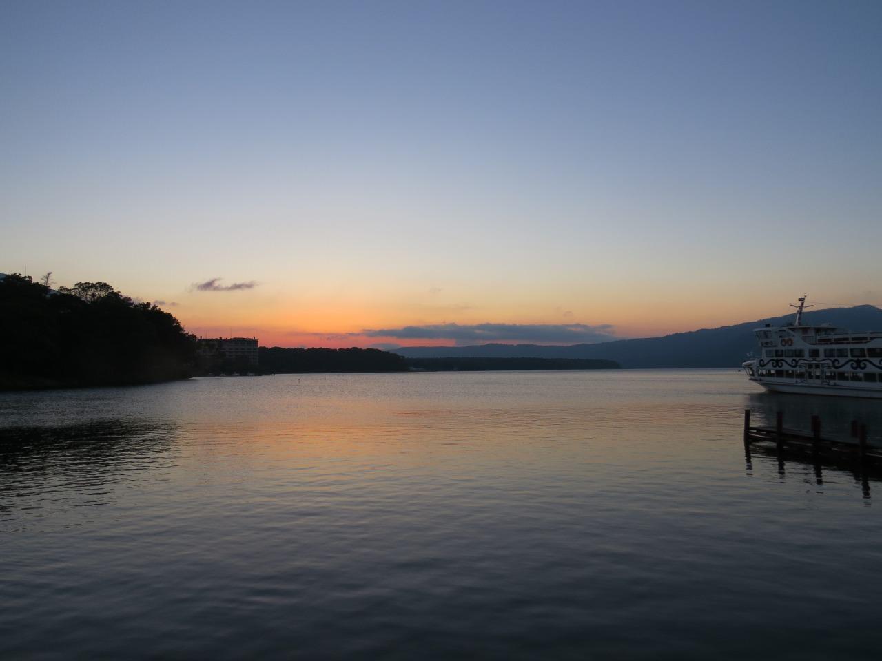 阿寒湖畔,映襯黃昏,頗有朦朧之美.