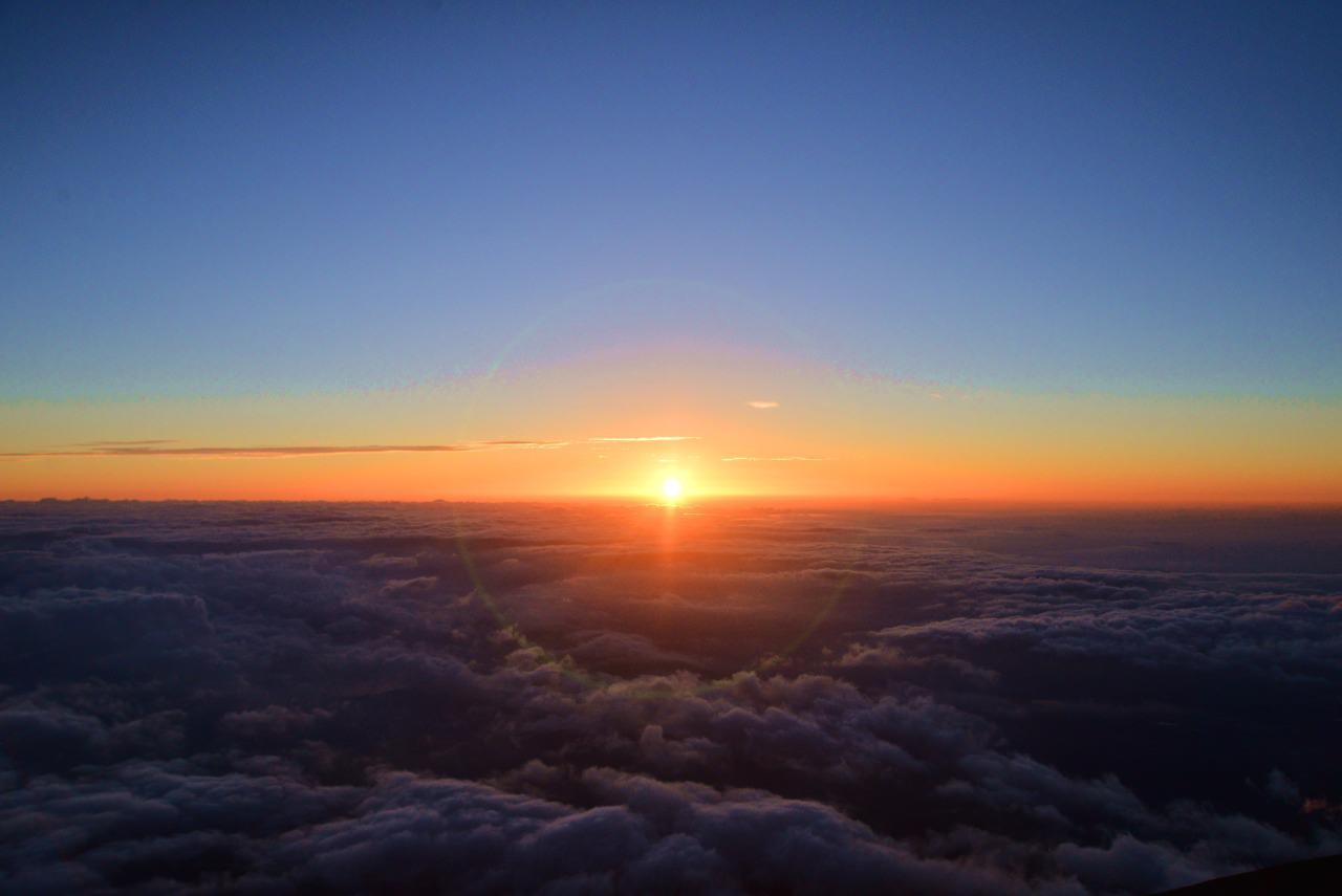 富士山的雲海與日出, 令人感覺莊嚴神聖