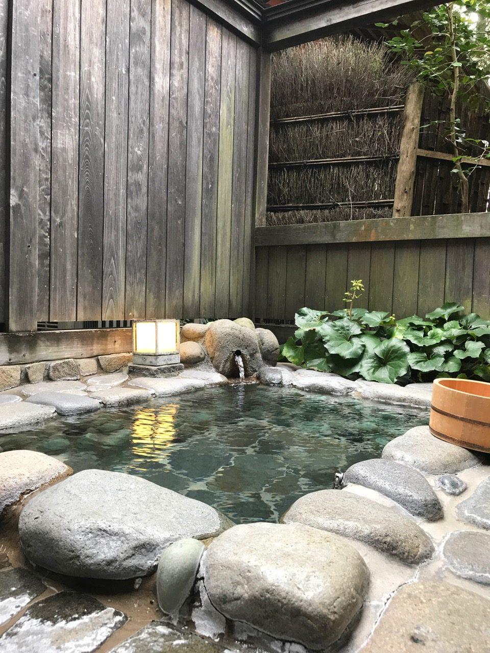 很舒服的私人露天風呂温泉,起床時浸一浸,特別醒神!