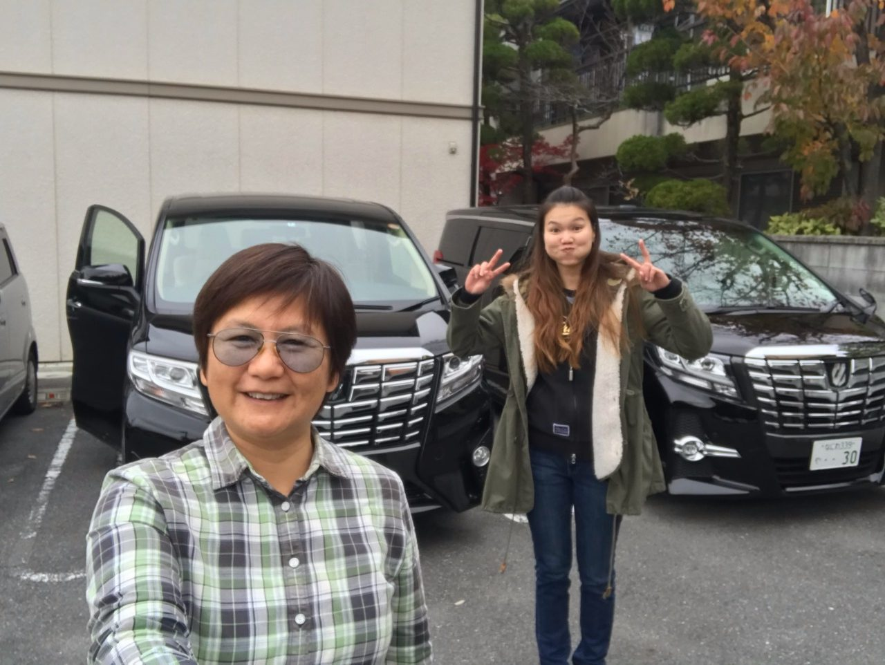 """And we spotted a """"clone"""" Alphard beside ours, ha"""