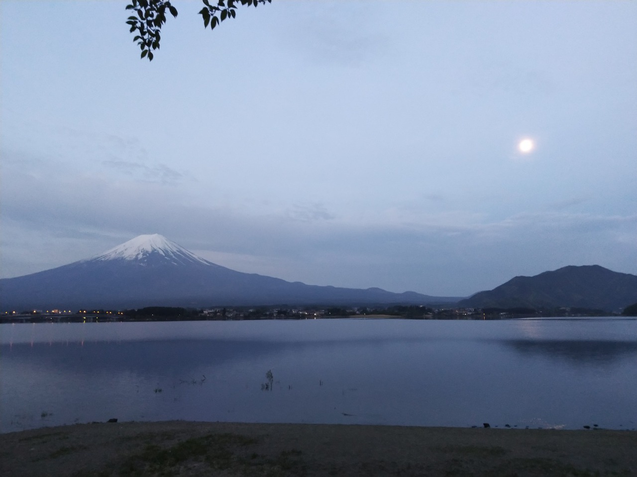 It is great to see Fuji mountain in this way , 04:30 outside musuem with full moon and street lamp .