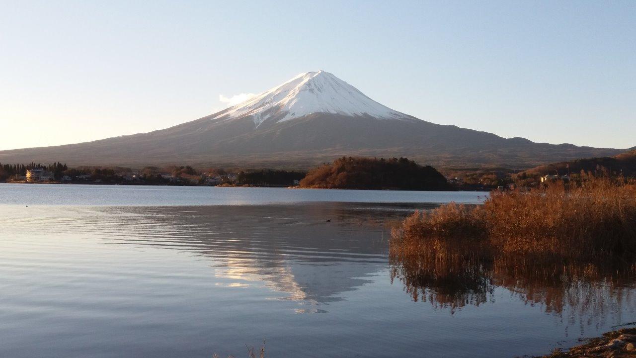 要睇到逆富士的美景, 除了要冒著寒冷天氣一大早起床, 更需要有天氣的配  合, 當見到美景時, 一切也值得.