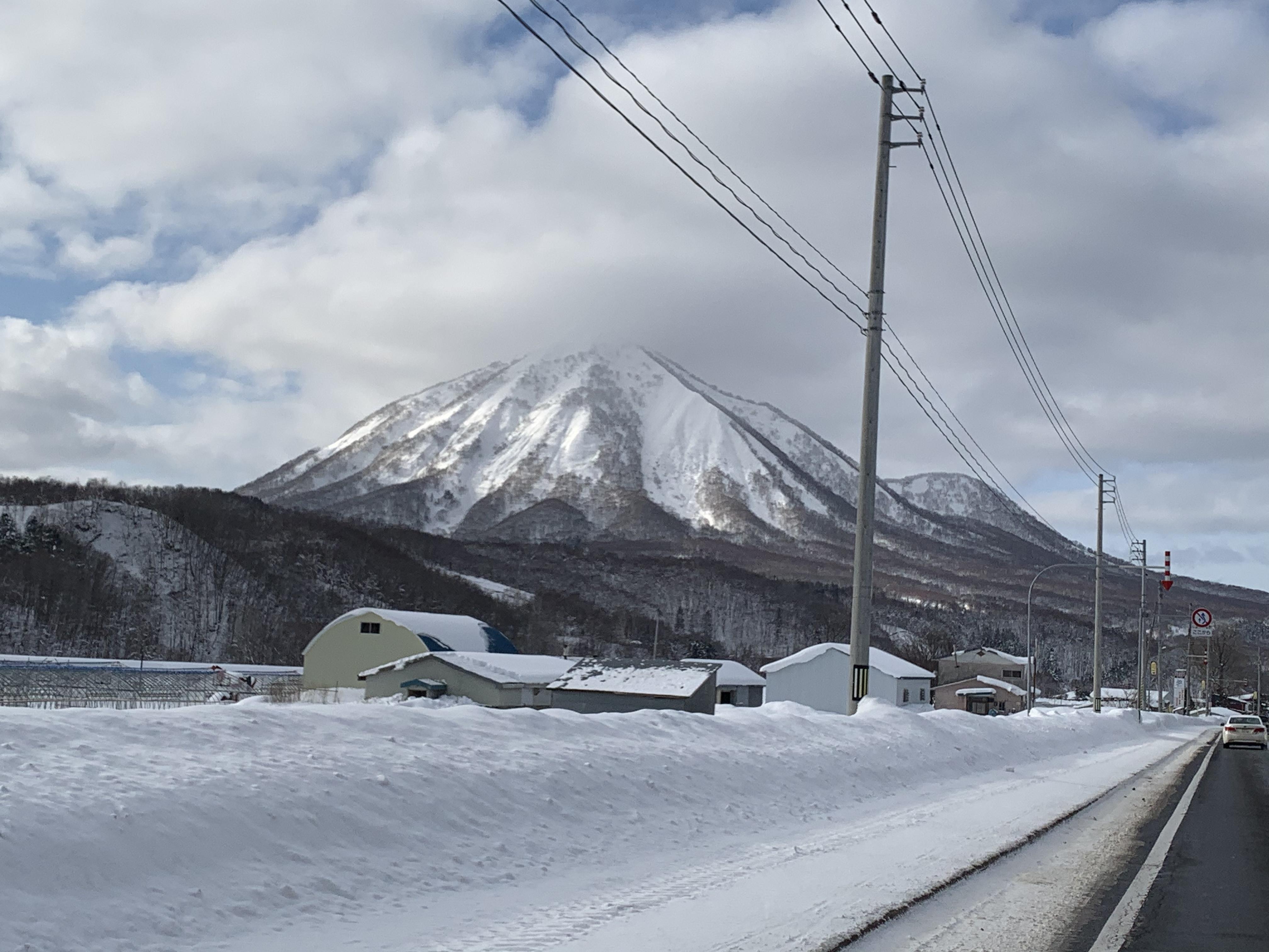 自己開車就是看不同的風景,雪道上要注意車速 希望大家都安全順利